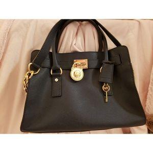 3a3124ee7bc3 Women Discontinued Michael Kors Handbags on Poshmark